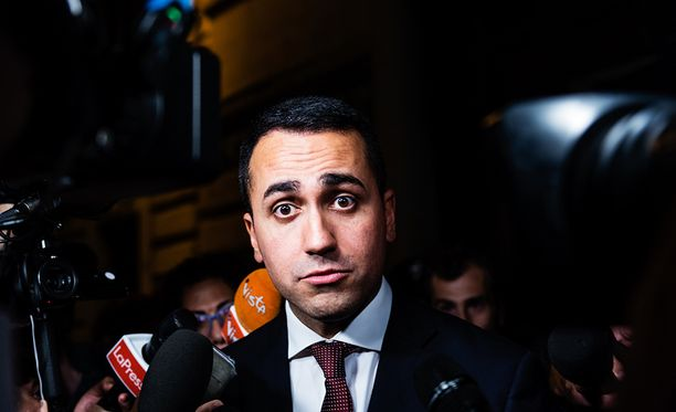 Rehellisyydellä kampanjoineeen Viiden tähden liikkeen johtajalle Luigi Di Maiolle epäilyt pääministerikandidaatin vilunkipelistä ovat kiusallisia.