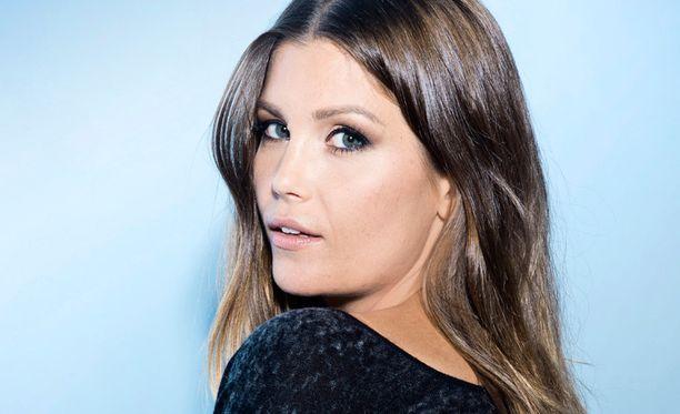 Laura Närhi on tullut tutuksi myös Vain elämää -ohjelmasta.