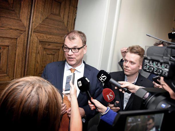 Juha Sipilän hallitus nauttii eduskunnan luottamusta. Asia selvisi keskiviikkoisessa äänestyksessä.