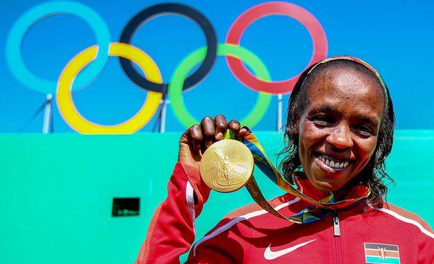 Jemima Sumgong saa pitää toissa kesänä Riossa voittamansa olympiakultamitalin.