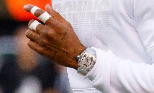 Odell Beckham Junior piti ennen peliä kädessään todella kallista kelloa.