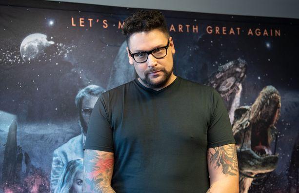 Ohjaaja Timo Vuorensolalle Iron Sky: The Coming Race -elokuvan teko toi henkisiä ja fyysisiä oireita.