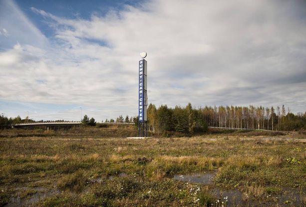 Kohu Hämeenlinnaan suunnitteilla olleen Sunny Car Centerin ympärillä ei laannu, vaikka autotalohanke on kuopattu jo moneen kertaan.
