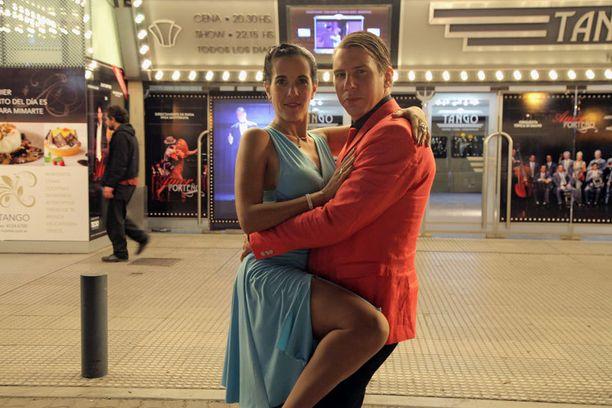 Tango sujuu suomalaiselta melkein yhtä hyvin kuin argentiinalaiselta.