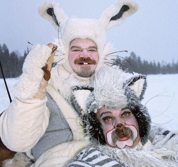 Gommi-jänis ja Pommi-kissa matkaavat joulupukin luokse.