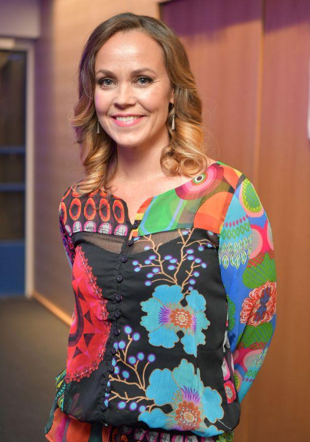 Anu Palevaara näytteli aiemmin suositussa Salatus elämät -sarjassa Jenniä.