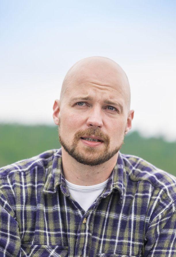 """Keskustan kansanedustaja Mikko Kärnän mielestä Halosen ajatus on """"absurdi"""" ja """"hämmentävä""""."""