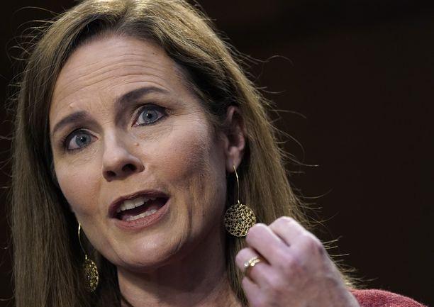 Vakaana katolilaisena tunnettu Amy Coney Barrett senaatin kuulemisessa Washington DC:ssa tiistaina.