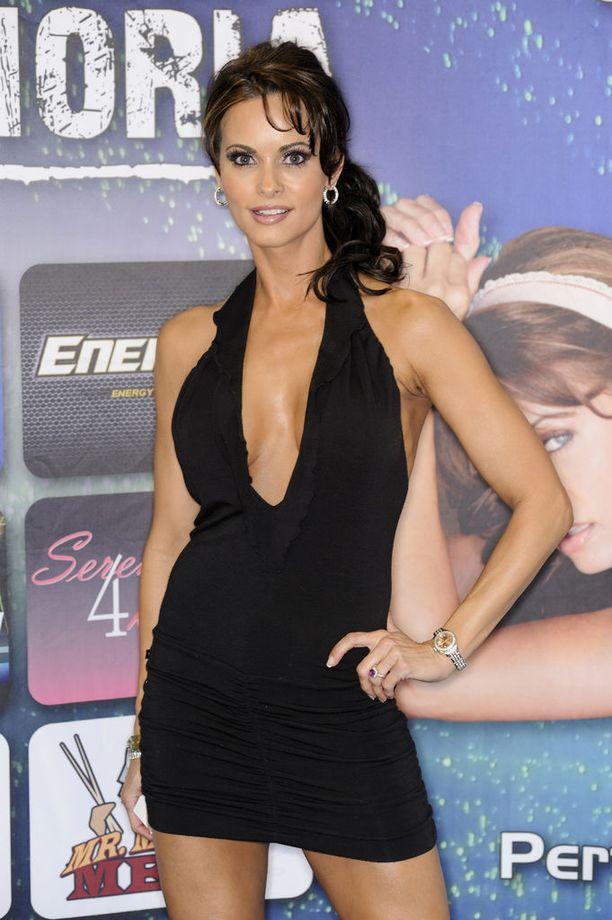 Karen McDougal on työskennellyt mallina ja näyttelijänä.