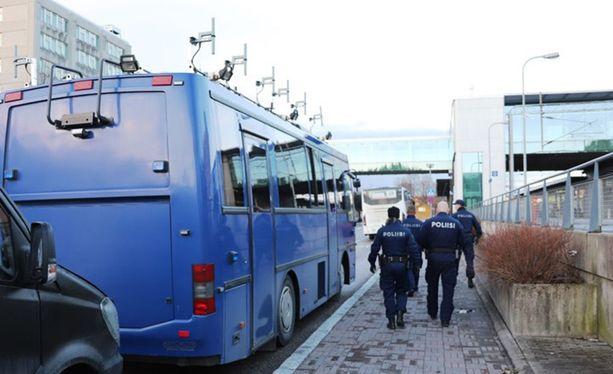 Länsi-Uudenmaan poliisi valvoi yleistä järjestystä ja turvallisuutta sekä maassaolon edellytyksiä Espoossa.