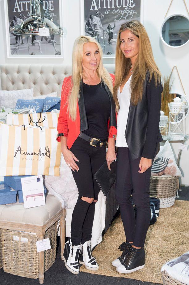 Elena Lukkarinen vietti AmandaB:n sisustusiltaa pitkäaikaisen ystävänsä Susanna Penttilän kanssa.