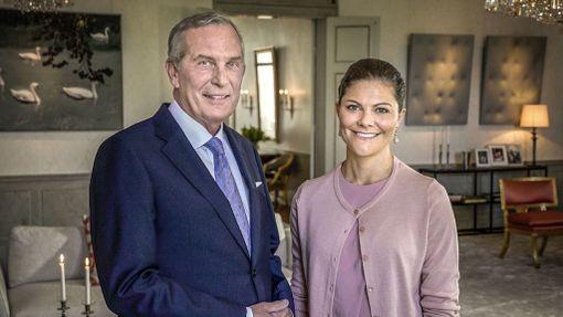 Victoriaa haastattele ohjelmassa Claes Elfsberg.