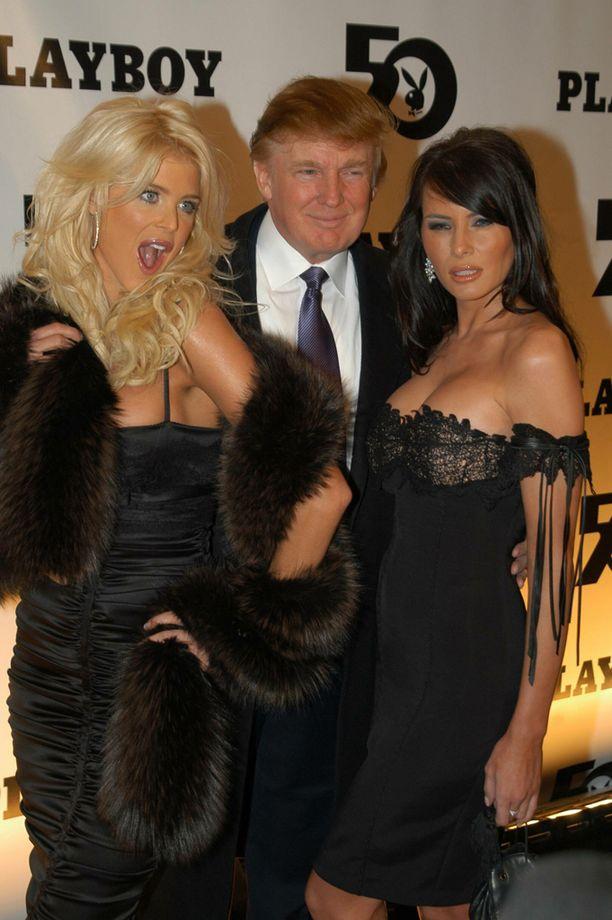 Victoria Silvstedt, Donald Trump ja Melania Knauss juhlivat 50-vuotiasta Playboyta vuonna 2003.