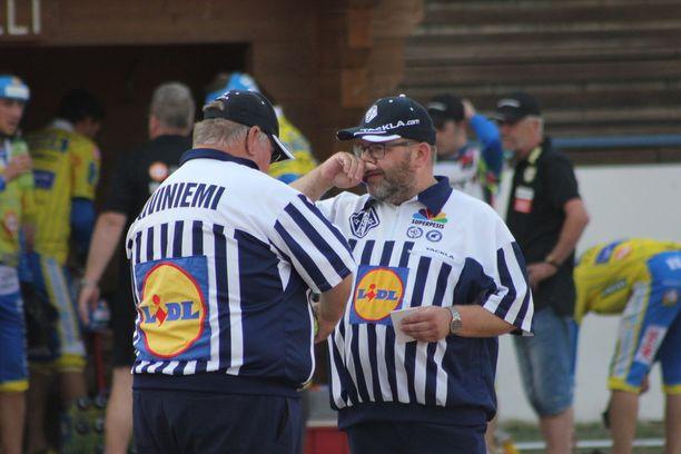 Peter Laitio ja Ari Kiviniemi eivät olleet otteluvalvojien suosiossa.