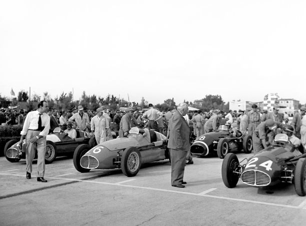 1953 F1-sarja kilpaili ensimmäistä kertaa Argentiinassa, Juan Manuel Fangion kotimaassa.