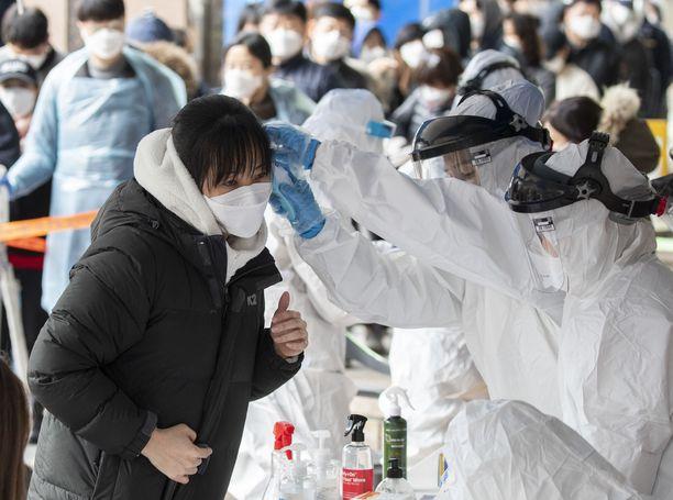 Eteläkorealaiset ovat käyneet koronavirustesteissä laajasti.