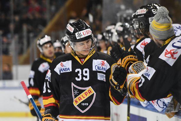 Kim Nousiainen teki KalPan 1-0-maalin Davosia vastaan.