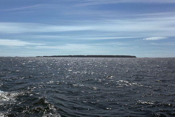 Isosaari mereltä päin nähtynä.