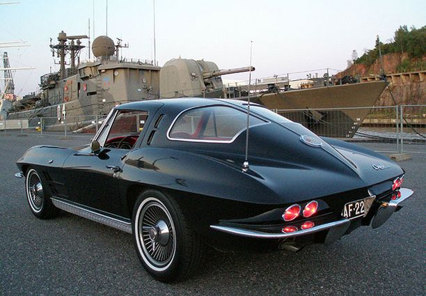 ULJAS MUSTA Corvette Sting Ray 1963