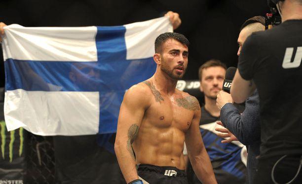 Lauantaina kolmannen voittonsa UFC:ssä ottanut Makwan Amirkhani aikoo lähteä takaisin Irlantiin John Kavanaghin oppiin.