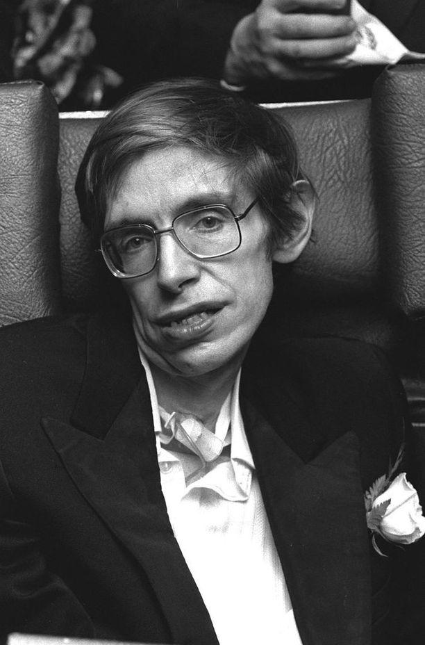 Tässä Stephen Hawking, kun ALS on jo edennyt.