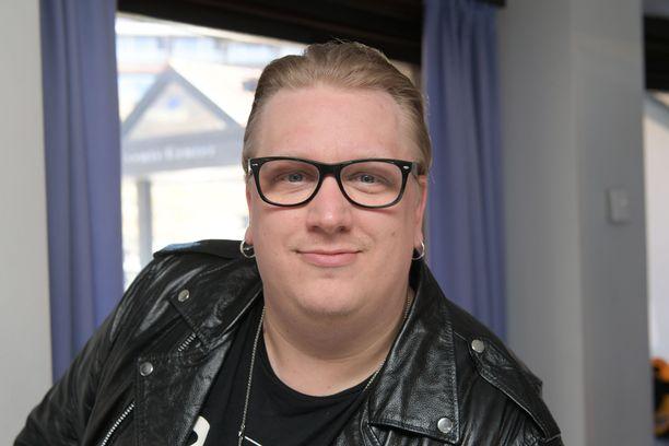 Arttu Wiskarin Mökkitie-biisi sijoittuu 1980-luvulle.