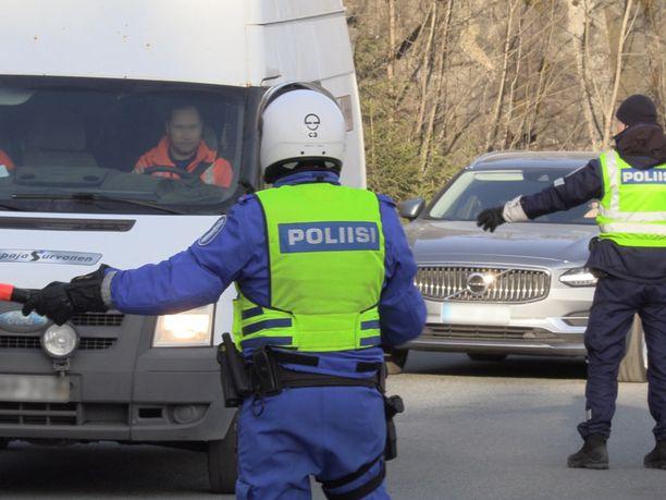 Uudenmaan eristys on jo päättynyt, mutta eduskunnan oikeusasiamies selvittää vielä poliisin toimintaa sen aikana.