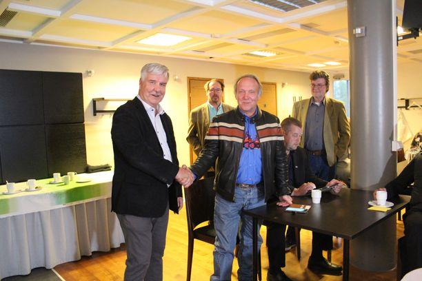 Toimi Kankaanniemi nousee eduskuntaan Teuvo Hakkaraisen suunnatessa Eurooppaan.