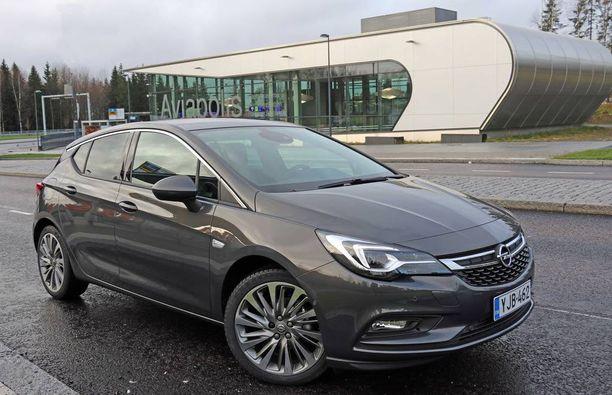 Opel Astran vauhti on kiihtyi huhtikuussa.