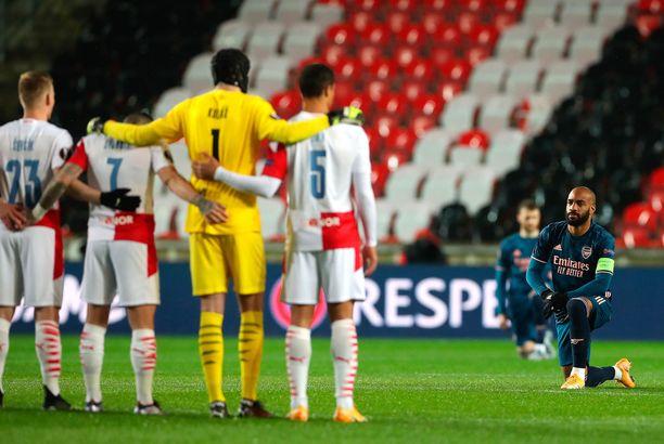 Arsenal-pelaajat halusivat lähettää selvän rasisminvastaisen viestin.
