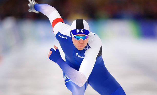 Mika Poutala kasasi komeat SE-pisteet pikaluistelun MM-kisoissa.