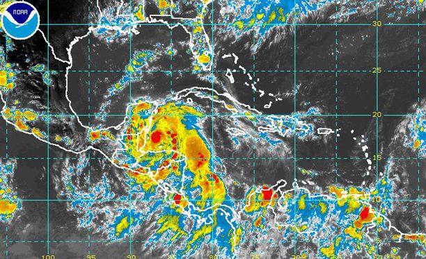 Earl vahvistui myrskystä hurrikaaniksi Belizen edustalla keskiviikkona.