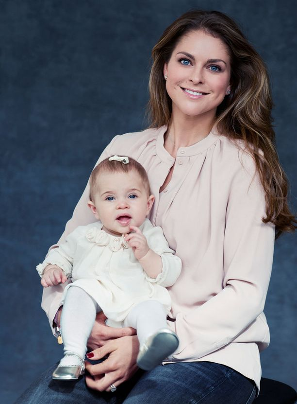 Prinsessa Madeleine Leonore-tyttärensä kanssa.