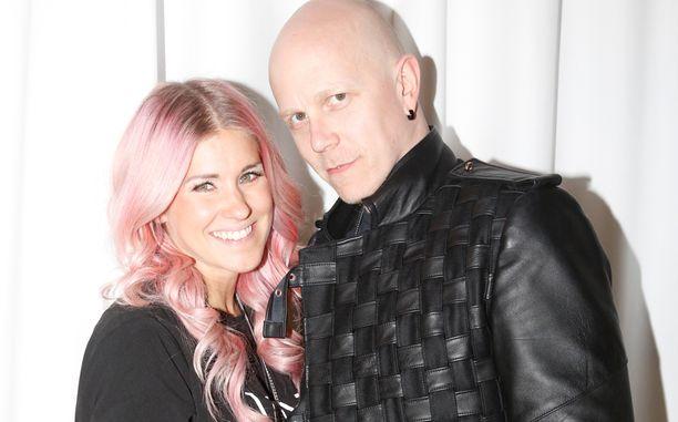 Jannika B ja Toni Wirtanen saivat loppukesästä esikoisensa. Tässä pariskunta kesäkuussa uuden lastensairaalan hyväntekeväisyyskonsertissa.