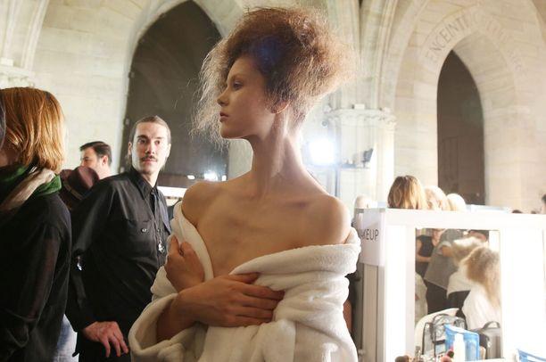 Ranskan terveysministeri Marisol Tourain on huolissaan nuorten tyttöjen kauneusihanteista.