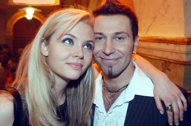 Missivuotenaan Susanna Laine seurusteli tv-persoona Jupe Tuomolan kanssa.