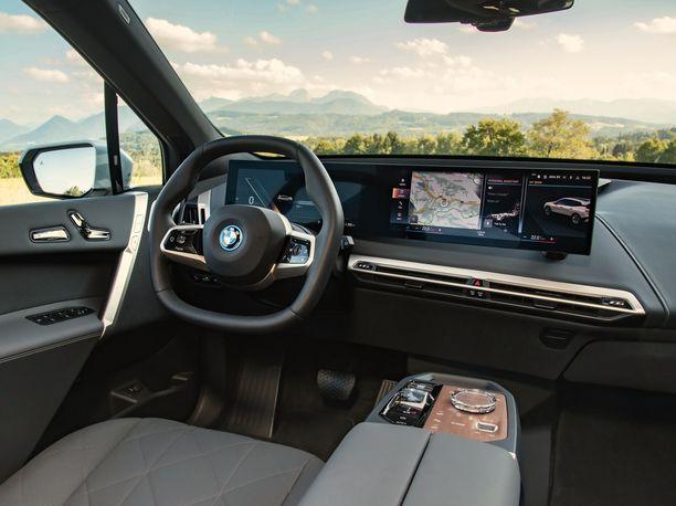 BMW iX sisältä.