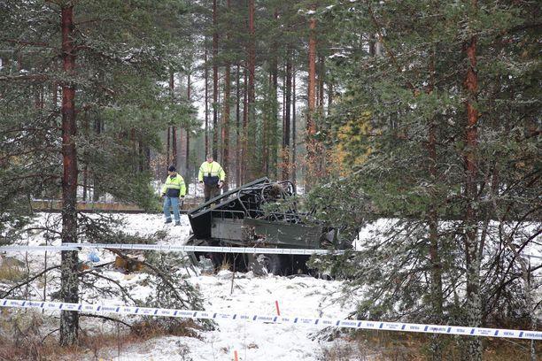 Puolustusvoimien Masi-ajoneuvo kärsi tuhoisassa onnettomuudessa suuret vahingot.