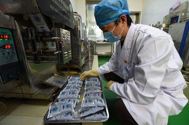 Kiinassa kansanperinteeseen kuuluvat hoitomuodot ovat olennainen osa sairaaloiden palvelua.