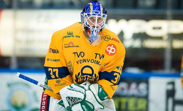 Sebastian Ylönen pelaa Lukon maalilla.