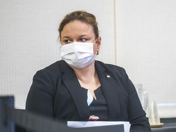 Perhe- ja peruspalveluministeri Krista Kiuru (sd) käytti tiistain soteinfossa suojamaskia.