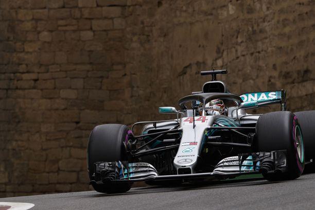 Lewis Hamilton ajoi Azerbaidzhanissa kauden ensimmäiseen voittoonsa. Kaikkiaan britti on voittanut urallaan 63 osakilpailua.