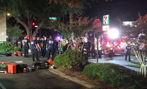 Pulse-klubissa tapahtuneessa ammuskelussa Orlandossa on loukkaantunut useita ihmisiä.