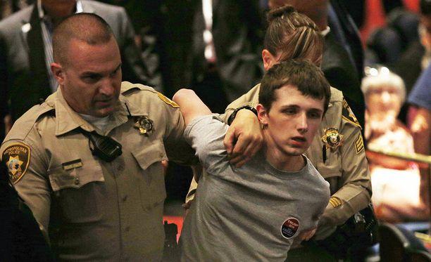 Michael Sanford oli ajanut Kaliforniasta Las Vegasiin ampuakseen Donald Trumpin.