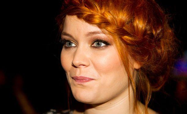 Anna Puun laulajan ura alkoi vuoden 2008 Idolsista. Vain hieman aiemmin hän oli sanonut miehelleen tahdon.