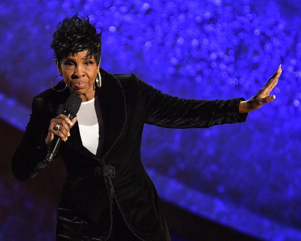 Seitsemän Grammy-palkintoa voittanut Gladys Knight vastasi kriitikoille. Hänen mielestään kansallishymni pitäisi pitää erillään protesteista.