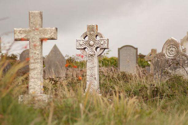 Suomalaisten hautausmaa Kanadan Long Lakessa on joutunut jätedumppaajien kohteeksi. Kuvan hautausmaa ei liity tapaukseen.