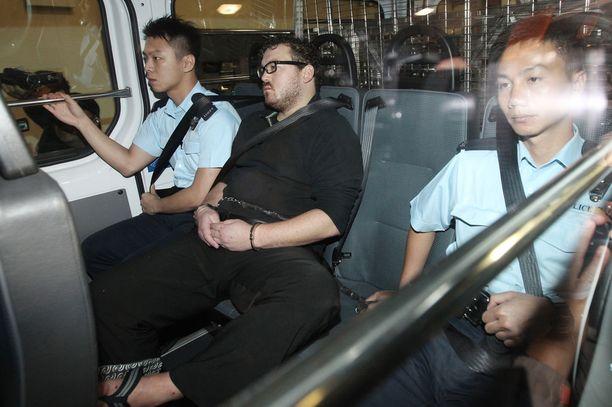 Rurik Jutting matkalla oikeuteen marraskuussa 2014.