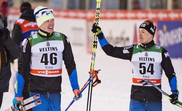 Iivo Niskanen (vas.) hiihtää vain pari kisaa Tour de Skillä. Sami Jauhojärvi jättää koko kiertueen väliin.