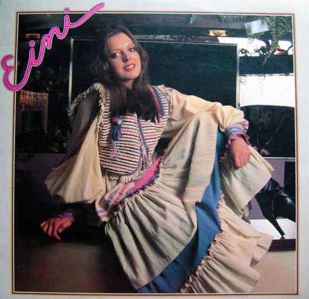 Einin omalla nimellä ilmestynyt esikoisalbumi Eini ilmestyi huhtikuussa 1978. Einin levytyksiä ja uraa suunnitellessa levy-yhtiö Finnlevyssä pohdittiin myös taiteilijanimeä. Minusta haluttiin tehdä Maarit. Se tuntui hassulta siksikin, että markkinoilla oli jo Maarit Hurmerinta. Sanoin, että mie kyllä haluaisin olla vaan Eini. Onneksi sain pitää pääni. En muutenkaan ole koskaan halunnut vetää mitään roolia, vaan olla oma itseni.